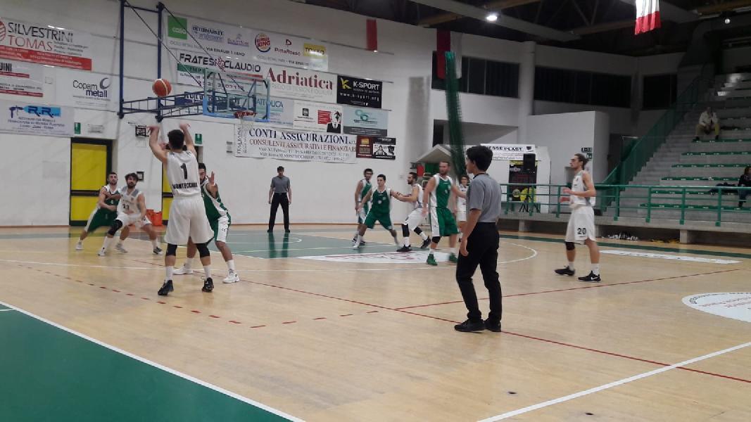 https://www.basketmarche.it/immagini_articoli/10-11-2018/gare-sabato-fano-ferma-loreto-pesaro-bene-montecchio-acqualagna-600.jpg