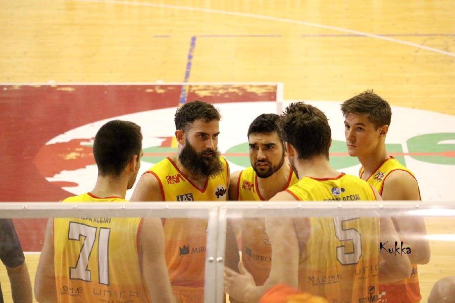 https://www.basketmarche.it/immagini_articoli/10-11-2018/giulianova-basket-atteso-difficile-trasferta-campo-pallacanestro-senigallia-600.jpg