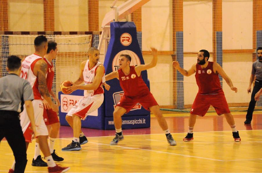 https://www.basketmarche.it/immagini_articoli/10-11-2018/netta-vittoria-teramo-spicchi-chieti-basket-600.jpg
