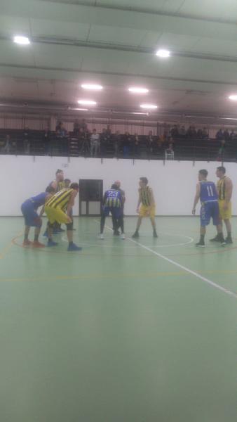 https://www.basketmarche.it/immagini_articoli/10-11-2019/basket-fermo-aggiudica-autorit-derby-victoria-fermo-600.jpg