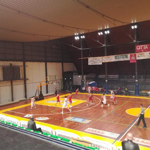 https://www.basketmarche.it/immagini_articoli/10-11-2019/giromondo-spoleto-supera-citt-castello-basket-conquista-prima-vittoria-stagionale-600.jpg