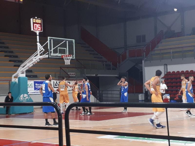 https://www.basketmarche.it/immagini_articoli/10-11-2019/pallacanestro-recanati-ferma-corsa-montemarciano-600.jpg