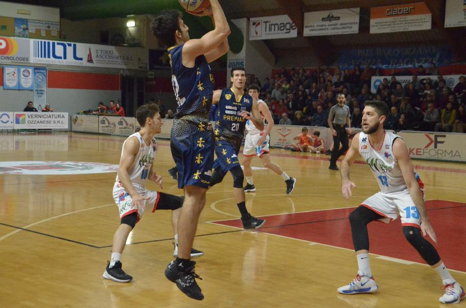https://www.basketmarche.it/immagini_articoli/10-11-2019/sutor-montegranaro-formato-trasferta-ozzano-arriva-terza-vittoria-esterna-600.jpg