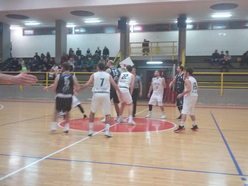 https://www.basketmarche.it/immagini_articoli/10-11-2019/virtus-terni-ferma-corsa-capolista-atomika-spoleto-punti-rinaldi-600.jpg