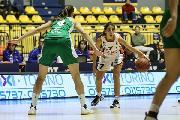 https://www.basketmarche.it/immagini_articoli/10-12-2017/serie-a-femminile-video-follia-in-campo-a-torino-un-pugno-di-hamby-stende-tikvic-120.jpg