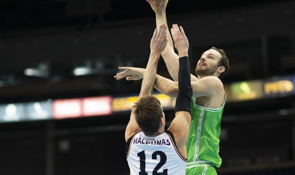 https://www.basketmarche.it/immagini_articoli/10-12-2019/basketball-champions-league-dinamo-sassari-espugna-campo-lietkabelis-600.jpg