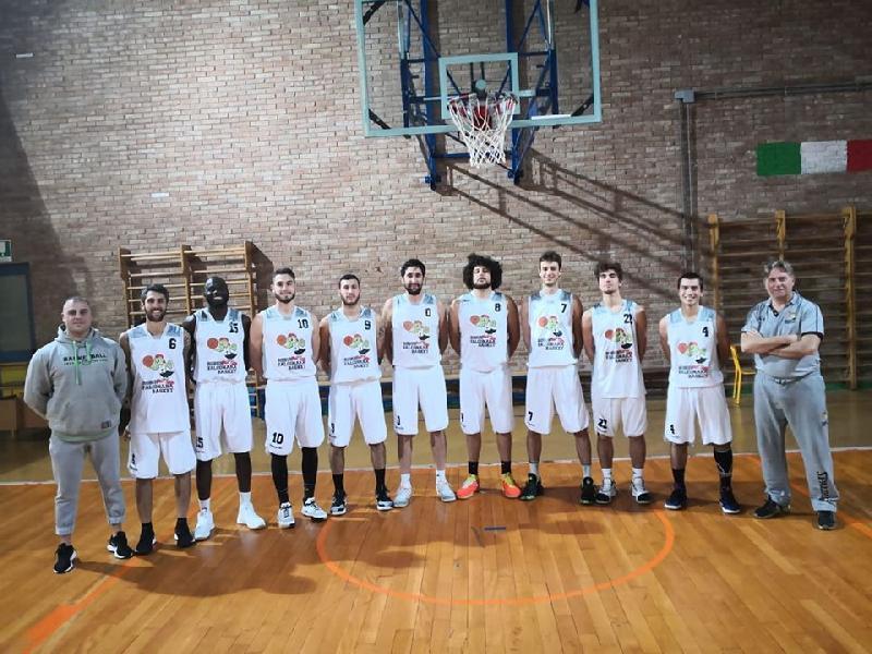 https://www.basketmarche.it/immagini_articoli/10-12-2019/falconara-basket-coach-reggiani-benedetto-vittoria-importante-squadra-acquisendo-fiducia-sicurezza-600.jpg