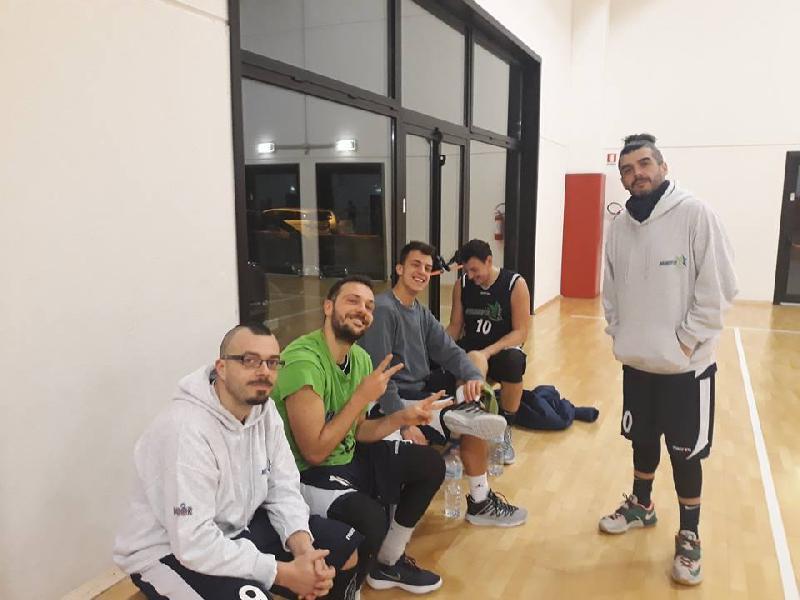 https://www.basketmarche.it/immagini_articoli/11-01-2019/marotta-basket-espugna-campo-montecchio-tigers-conferma-imbattuto-600.jpg