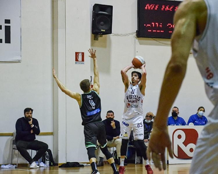 https://www.basketmarche.it/immagini_articoli/11-01-2021/civitanova-coach-mazzalupi-tempo-mancata-energia-episodi-hanno-penalizzato-600.jpg