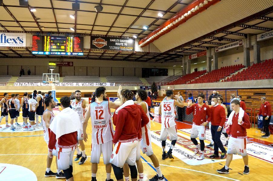 https://www.basketmarche.it/immagini_articoli/11-01-2021/teramo-coach-salvemini-sono-contento-soddisfatto-jesi-abbiamo-fatto-gara-volevamo-600.jpg