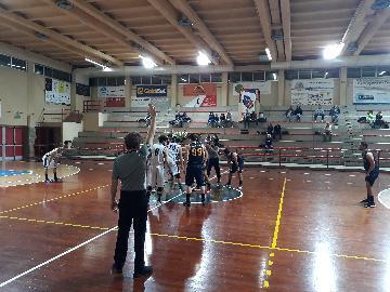 https://www.basketmarche.it/immagini_articoli/11-02-2018/d-regionale-il-marotta-basket-vince-e-convince-contro-il-basket-fanum-270.jpg