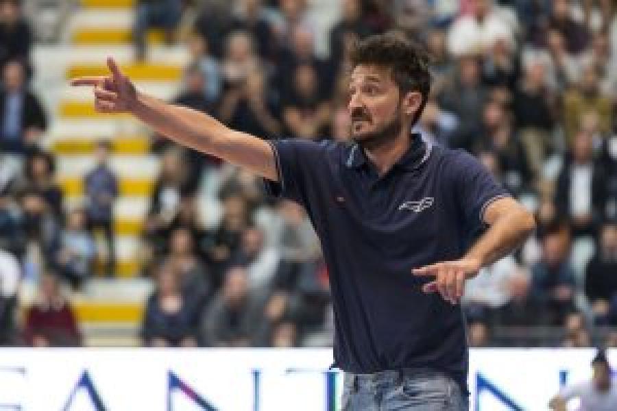 https://www.basketmarche.it/immagini_articoli/11-02-2019/gianmarco-pozzecco-allenatore-dinamo-sassari-600.jpg