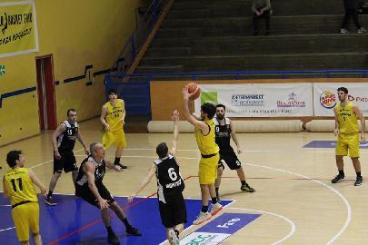https://www.basketmarche.it/immagini_articoli/11-03-2018/d-regionale-il-basket-fanum-ritrova-la-vittoria-dopo-tre-sconfitte-consecutive-270.jpg