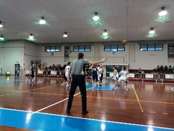 https://www.basketmarche.it/immagini_articoli/11-03-2018/d-regionale-il-marotta-basket-sconfitto-sul-campo-della-taurus-jesi-270.jpg