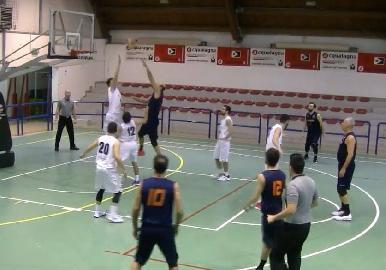 https://www.basketmarche.it/immagini_articoli/11-03-2018/d-regionale-si-tinge-di-giallo-la-vittoria-dell-acqualagna-contro-i-titans-jesi-270.jpg