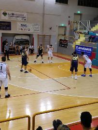 https://www.basketmarche.it/immagini_articoli/11-03-2018/serie-c-silver-la-pallacanestro-recanati-ferma-la-corsa-della-robur-osimo-270.jpg