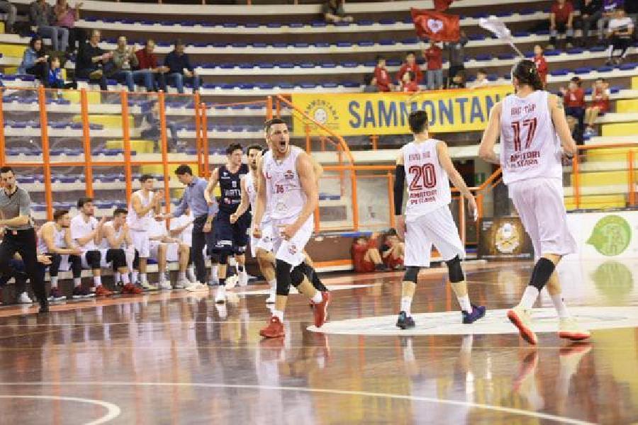 https://www.basketmarche.it/immagini_articoli/11-03-2019/unibasket-pescara-virtus-civitanova-arriva-terza-vittoria-consecutiva-600.jpg