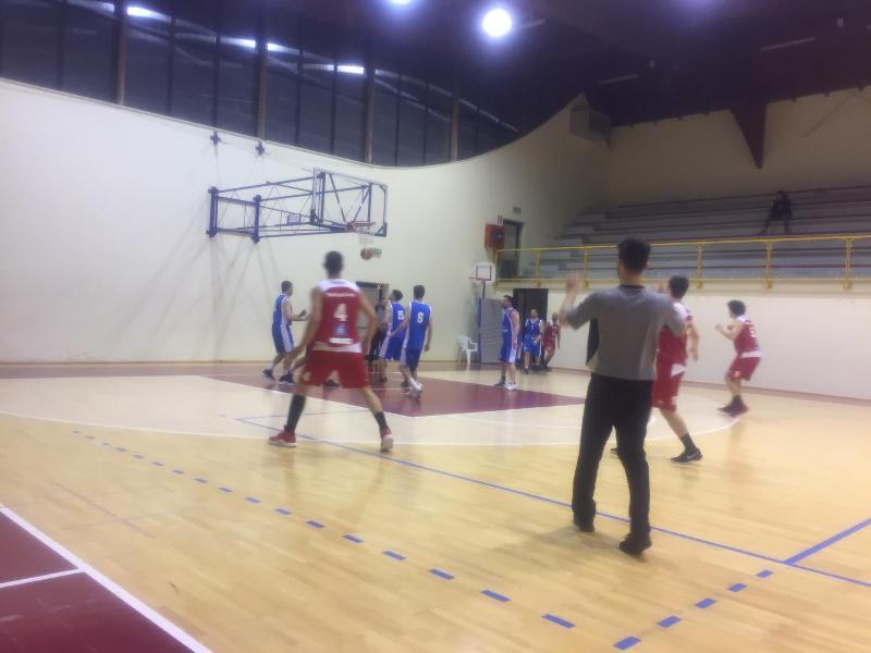 https://www.basketmarche.it/immagini_articoli/11-04-2019/playoff-basket-montefeltro-carpegna-supera-vuelle-pesaro-pareggia-conti-600.jpg
