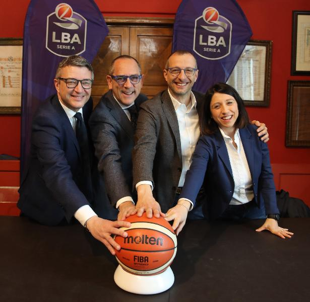 https://www.basketmarche.it/immagini_articoli/11-04-2019/presentata-final-eight-2020-sindaco-ricci-meritiamo-siamo-capitali-basket-600.jpg