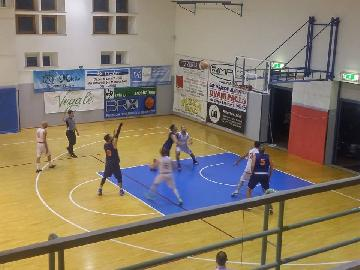 https://www.basketmarche.it/immagini_articoli/11-05-2018/promozione-playoff-gara-2-p73-conero-e-bad-boys-in-finale-i-pcn-pesaro-pareggiano-la-serie-270.jpg