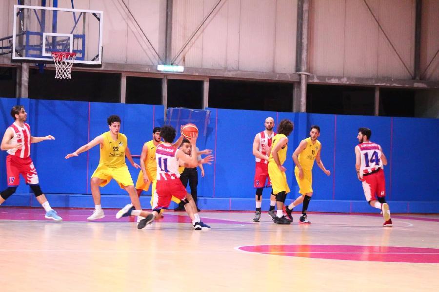 https://www.basketmarche.it/immagini_articoli/11-05-2019/regionale-playoff-loreto-pesaro-doma-durante-urbania-conquista-finale-600.jpg