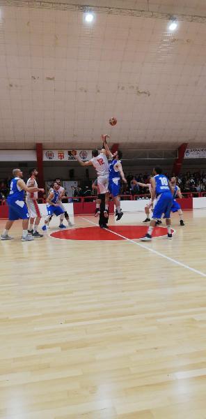 https://www.basketmarche.it/immagini_articoli/11-05-2019/regionale-playoff-montemarciano-passa-macerata-finale-sfider-basket-giovane-600.jpg