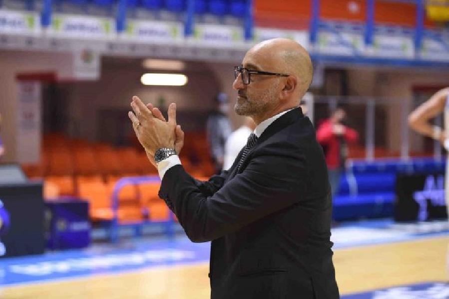https://www.basketmarche.it/immagini_articoli/11-05-2021/brindisi-coach-vitucci-sono-contento-giocatori-club-tifosi-posto-meritato-600.jpg