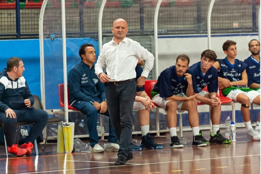 https://www.basketmarche.it/immagini_articoli/11-05-2021/positivo-esordio-interno-lucky-wind-foligno-parole-coach-paolo-pierotti-600.jpg