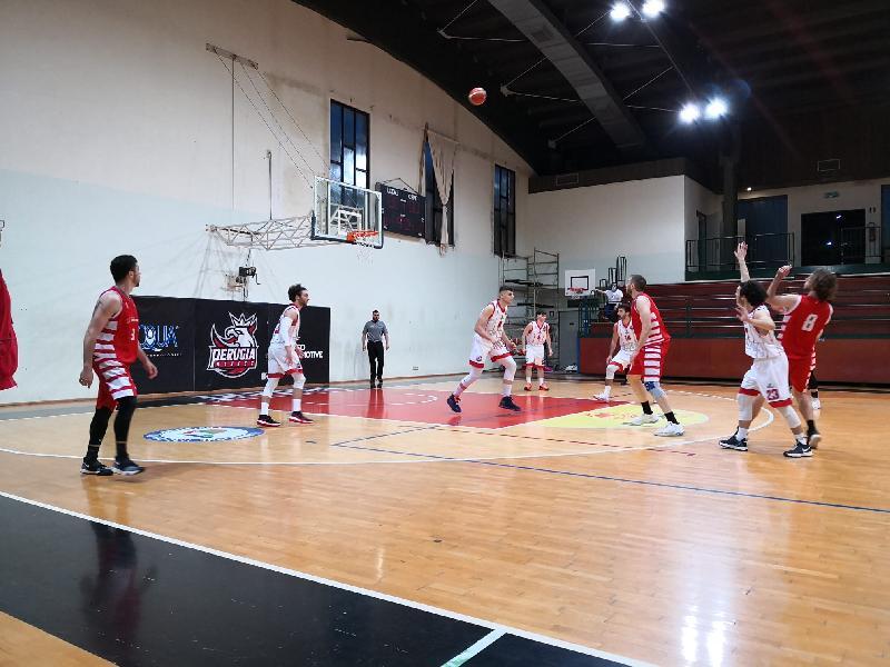 https://www.basketmarche.it/immagini_articoli/11-05-2021/tolentino-coach-palmioli-perugia-meritato-vittoria-bravi-mollare-600.jpg