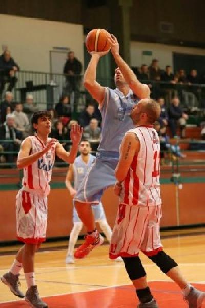 https://www.basketmarche.it/immagini_articoli/11-06-2019/basket-todi-conferma-alessandro-agliani-lavora-primo-botto-mercato-600.jpg