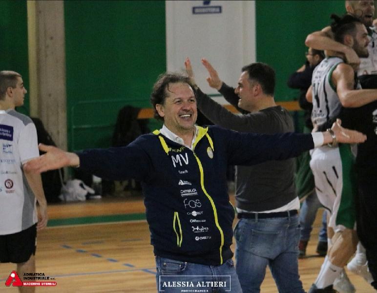 https://www.basketmarche.it/immagini_articoli/11-06-2019/separano-dopo-quattro-stagioni-strade-basket-corato-coach-verile-600.jpg