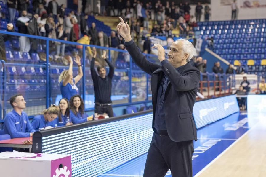 https://www.basketmarche.it/immagini_articoli/11-06-2019/ufficiale-rescissione-consensuale-contratto-poderosa-montegranaro-coach-pancotto-600.jpg