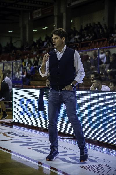 https://www.basketmarche.it/immagini_articoli/11-06-2021/campetto-ancona-interesse-virtus-arechi-salerno-coach-stefano-rajola-600.jpg