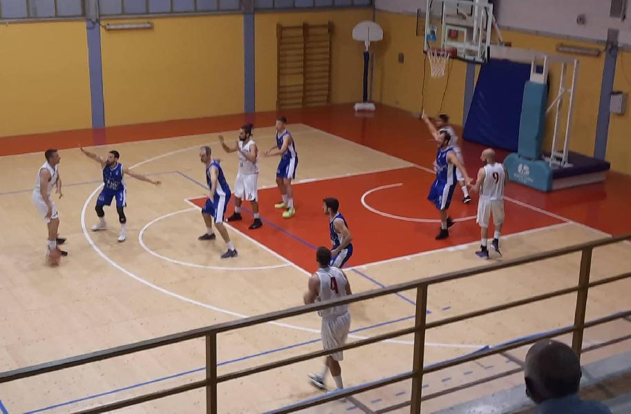 https://www.basketmarche.it/immagini_articoli/11-06-2021/ferma-urbania-corsa-pallacanestro-titano-marino-600.jpg