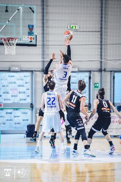 https://www.basketmarche.it/immagini_articoli/11-06-2021/janus-paolo-fantini-gara-vendemiano-rester-pagine-storia-basket-cittadino-600.jpg