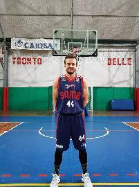 https://www.basketmarche.it/immagini_articoli/11-07-2018/serie-c-silver-l-ex-sambenedettese-darius-kibildis-firma-lo-spezia-basket-club-270.jpg