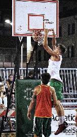 https://www.basketmarche.it/immagini_articoli/11-07-2018/torneo-basket-time-ancona-seconda-giornata-vittorie-per-autonoleggio-majani-e-vesta-270.jpg