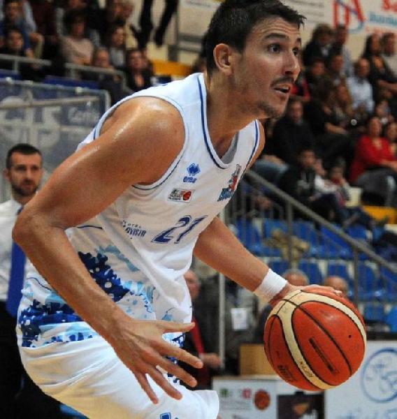 https://www.basketmarche.it/immagini_articoli/11-07-2019/ufficiale-riccardo-casagrande-giocatore-aurora-jesi-600.jpg