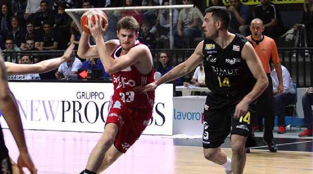 https://www.basketmarche.it/immagini_articoli/11-07-2019/ufficiale-vuelle-pesaro-michele-serpilli-giocatore-poderosa-montegranaro-600.jpg