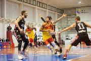 https://www.basketmarche.it/immagini_articoli/11-07-2020/tramarossa-vicenza-spesa-casa-giulianova-basket-vicini-shaquille-hidalgo-raphale-chiti-marcello-chiti-120.jpg