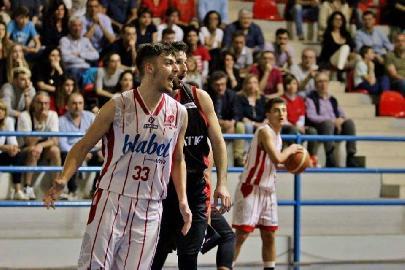 https://www.basketmarche.it/immagini_articoli/11-08-2018/serie-c-silver-orvieto-basket-leonardo-casanova-vestirà-ancora-i-colori-biancorossi-270.jpg