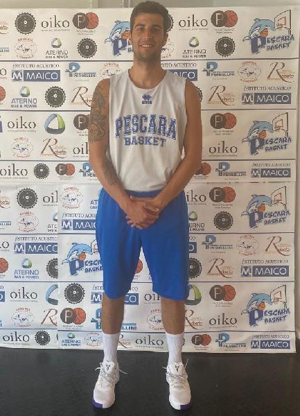https://www.basketmarche.it/immagini_articoli/11-08-2020/ufficiale-davide-pucci-giocatore-pescara-basket-600.jpg