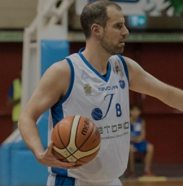 https://www.basketmarche.it/immagini_articoli/11-08-2021/ufficiale-janus-fabriano-santiago-boffelli-firma-corona-platina-piadena-600.jpg