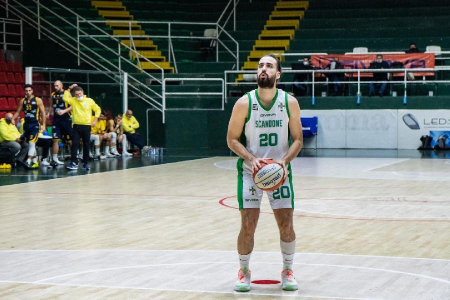 https://www.basketmarche.it/immagini_articoli/11-08-2021/ufficiale-virtus-civitanova-firma-guardia-gianpaolo-riccio-600.jpg