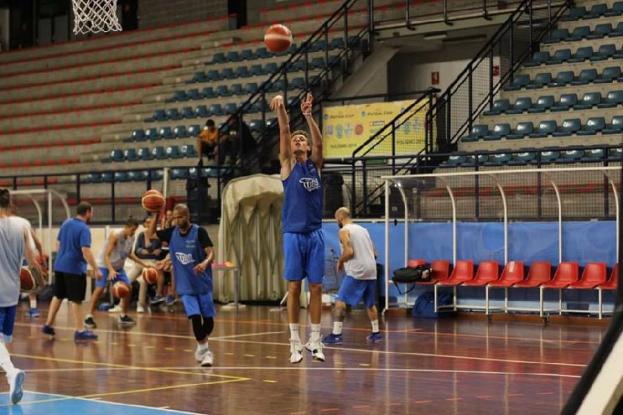 https://www.basketmarche.it/immagini_articoli/11-09-2018/serie-gold-stasera-prima-uscita-stagionale-foligno-basket-basket-tolentino-600.jpg