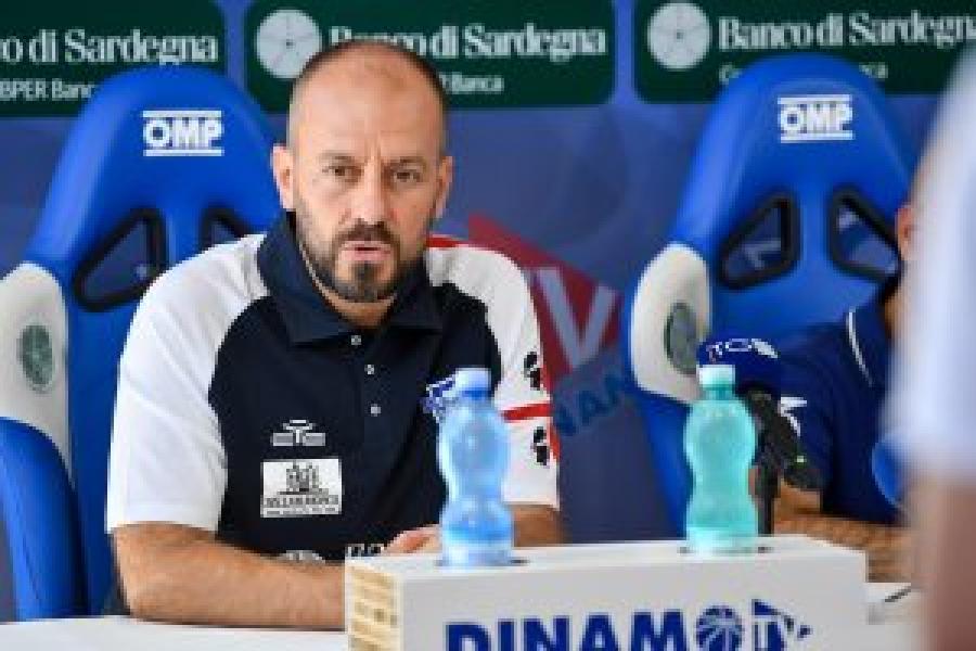 https://www.basketmarche.it/immagini_articoli/11-09-2021/dinamo-sassari-coach-cavina-600.jpg