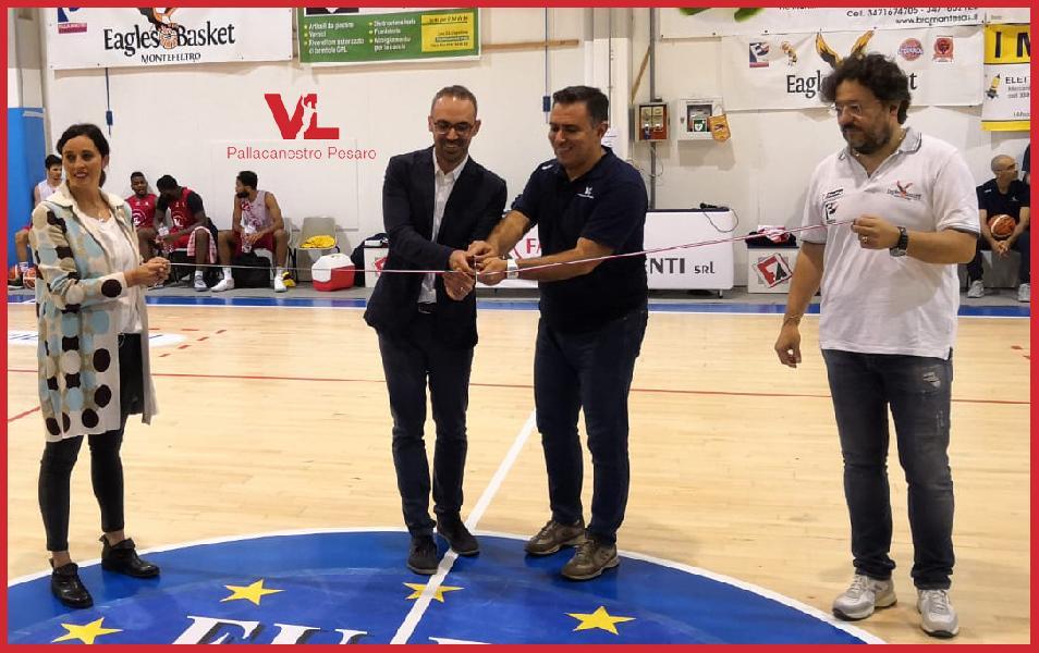 https://www.basketmarche.it/immagini_articoli/11-10-2018/vuelle-pesaro-inaugurato-parquet-palasport-fermignano-600.jpg