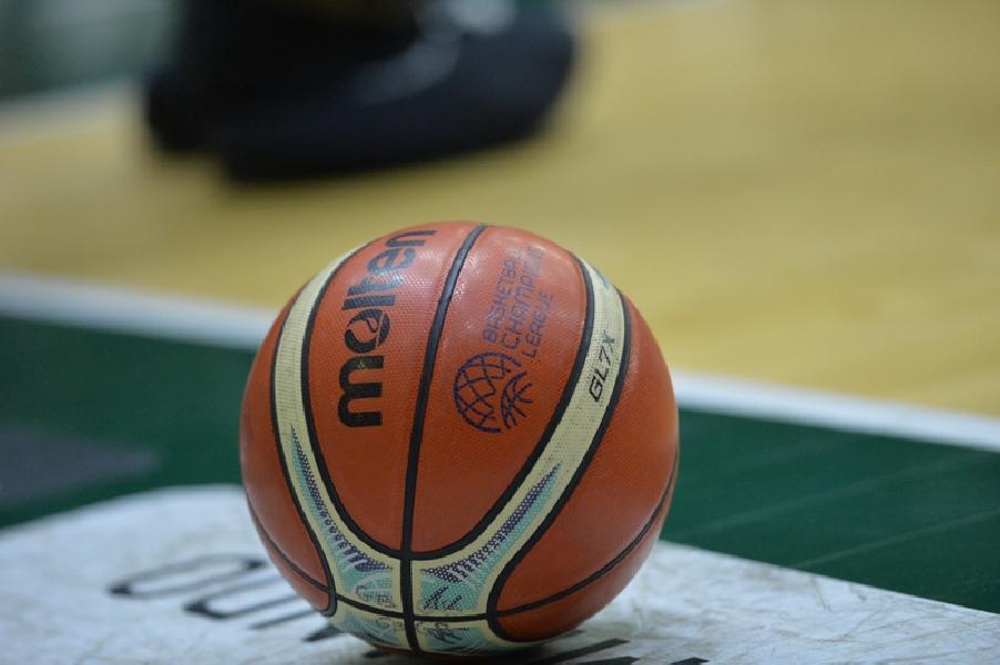 https://www.basketmarche.it/immagini_articoli/11-10-2020/superbasket-stop-sport-contatto-varr-solo-tesserati-libera-campionati-federali-600.jpg