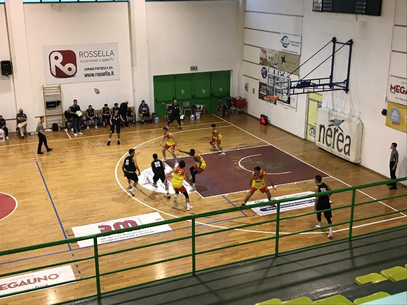 https://www.basketmarche.it/immagini_articoli/11-10-2020/virtus-civitanova-domina-sfida-giulia-basket-600.jpg