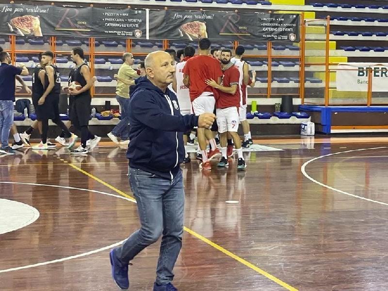 https://www.basketmarche.it/immagini_articoli/11-10-2021/amatori-pescara-coach-castorina-bravi-avere-atteggiamento-approccio-giusto-600.jpg